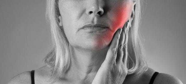 Dental treatments for preventing damage to the jawbones in people with cancer receiving radiotherapy to the head and neck